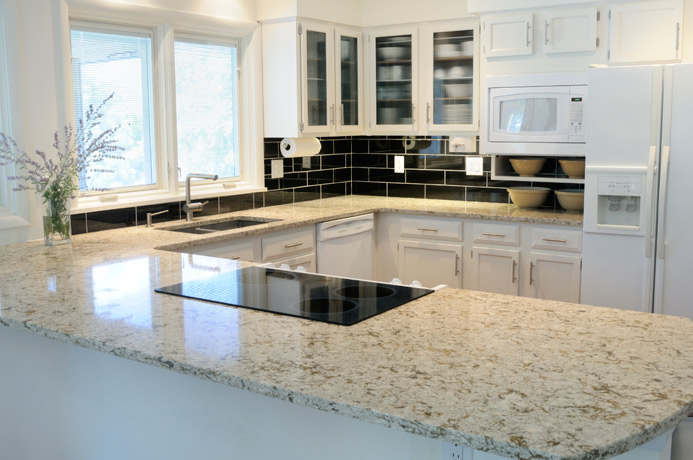 Superbe Granite Kitchen Countertop White Cabinets White Fort Wayne MKD Kitchens, IN